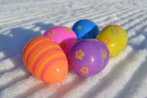 easter-eggs-snow